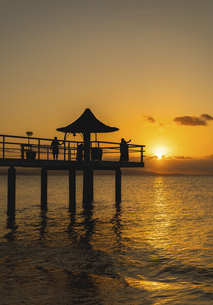 石垣島・フサキビーチからの夕日の写真素材 [FYI04901575]
