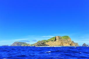 小笠原国立公園 母島列島・姪島と紺碧の海の写真素材 [FYI04901690]