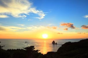 小笠原国立公園 母島のサンセットシアターより夕日の写真素材 [FYI04901692]