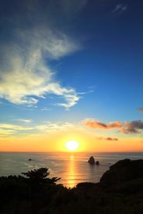 小笠原国立公園 母島のサンセットシアターより夕日の写真素材 [FYI04901693]