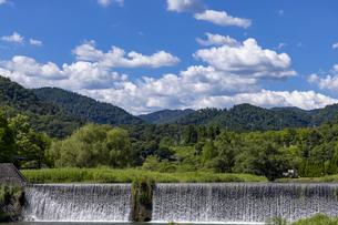 真夏の柊野堰堤の写真素材 [FYI04903329]