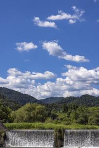 真夏の柊野堰堤の写真素材 [FYI04903332]