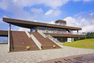 ふなばし三番瀬海浜公園の展望デッキの写真素材 [FYI04903563]