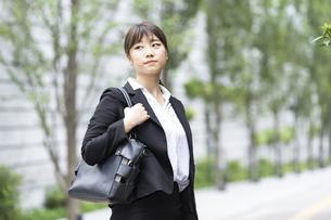新入社員の通勤・就職活動イメージの写真素材 [FYI04903902]