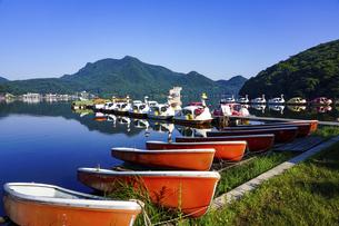 夏の榛名湖、県立榛名公園(群馬県高崎市) の写真素材 [FYI04904420]