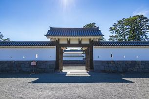 小田原城址公園 二の丸正面に構える馬出門の写真素材 [FYI04904504]