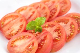 トマトのスライスの写真素材 [FYI04904557]