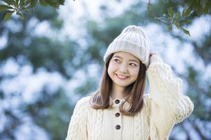 20代女性・冬イメージの写真素材 [FYI04904585]