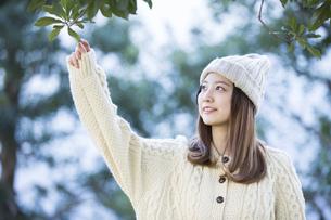 20代女性・冬イメージの写真素材 [FYI04904588]