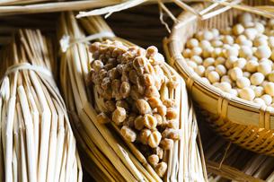藁納豆と大豆の写真素材 [FYI04905561]