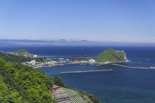 利尻島の玄関口・鴛泊(おしどまり)港の写真素材 [FYI04905902]