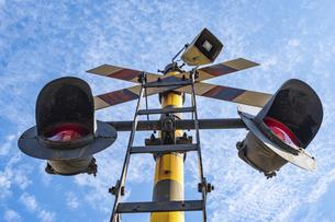 【交通】鉄道の踏切の写真素材 [FYI04906354]