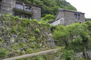 夏の石垣の村 戸川の写真素材 [FYI04906559]