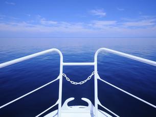 ボートから見る海の写真素材 [FYI04906711]