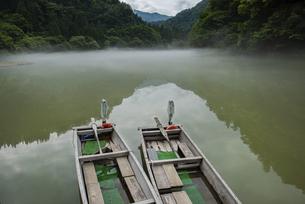 奥会津 霧幻峡の渡しの写真素材 [FYI04907182]