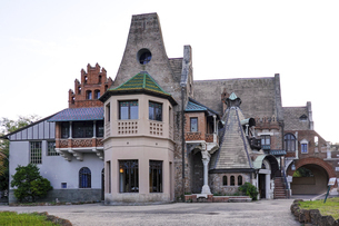 ローマ ヴィッラ・トルロニア公園( Villa Torlonia ) ふくろうの館( Owl house )の写真素材 [FYI04907281]