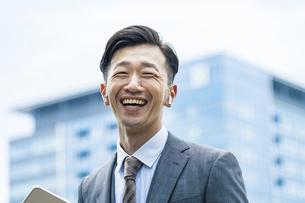 笑顔のビジネスマンの写真素材 [FYI04907377]