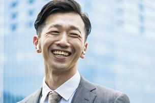 笑顔のビジネスマンの写真素材 [FYI04907380]