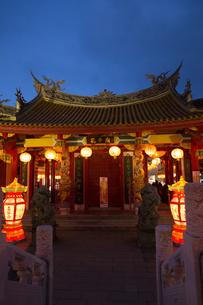 孔子廟儀門と石橋の写真素材 [FYI04907606]