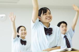 授業を受ける女子高校生の写真素材 [FYI04907746]