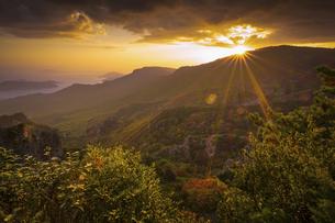 【香川県 小豆島】秋の夕方の寒霞渓の自然風景の写真素材 [FYI04910191]