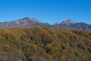 八ヶ岳連峰の紅葉の写真素材 [FYI04910296]