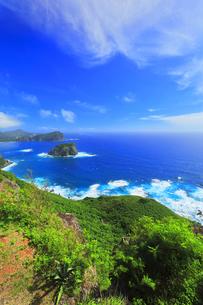 小笠原国立公園 父島のウェザーステーションより烏帽子岩方向の写真素材 [FYI04910347]