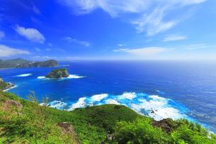 小笠原国立公園 父島のウェザーステーションより烏帽子岩方向の写真素材 [FYI04910350]