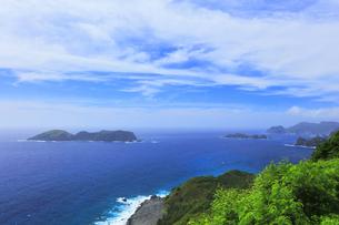 小笠原国立公園 父島のウェザーステーションより西島を望むの写真素材 [FYI04910354]