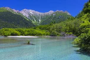 上高地 穂高連峰と大正池の写真素材 [FYI04910389]
