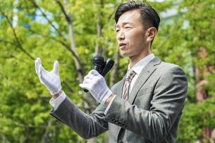 街頭演説する選挙の立候補者イメージの写真素材 [FYI04910710]