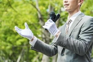 街頭演説する選挙の立候補者イメージの写真素材 [FYI04910711]