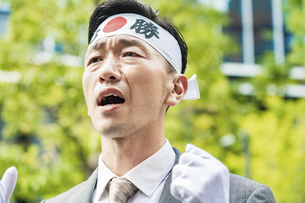 街頭演説する選挙の立候補者イメージ の写真素材 [FYI04910726]