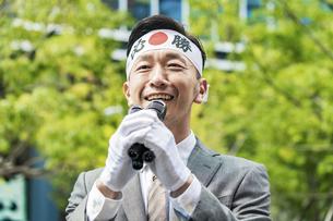 街頭演説する選挙の立候補者イメージ の写真素材 [FYI04910729]