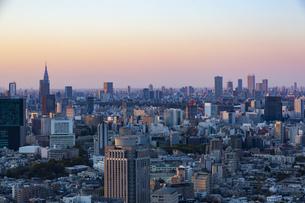 東京・都市部の夕景の写真素材 [FYI04910765]