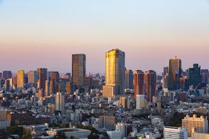 東京・都市部の夕景の写真素材 [FYI04910766]