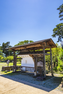 小田原城二の丸の正門 銅門の土塀模型と礎石の写真素材 [FYI04910983]