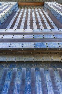 小田原城本丸の正門 重厚な作りをした常盤木門の写真素材 [FYI04911018]