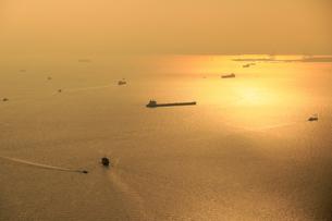 東京湾上空 旋回中 の写真素材 [FYI04911593]