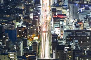 大通りの夜景の写真素材 [FYI04911698]