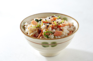 鮭の炊き込みご飯の写真素材 [FYI04911749]