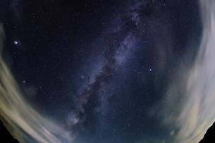 夏の天の川の写真素材 [FYI04911834]