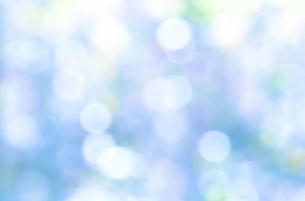 ブルーのキラキラ背景素材の写真素材 [FYI04911901]