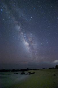 手広海岸から観測する天の川 奄美大島の写真素材 [FYI04912216]