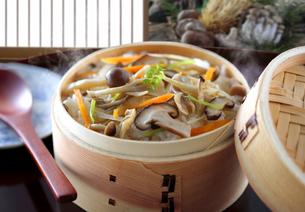 炊き込みキノコご飯の写真素材 [FYI04912235]