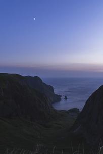 日没直後の礼文島・桃岩展望台からの眺めの写真素材 [FYI04912531]