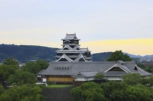 夕景の熊本城の写真素材 [FYI04912835]