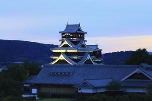 熊本城のライトアップの写真素材 [FYI04912838]