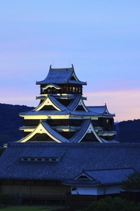 熊本城のライトアップの写真素材 [FYI04912839]