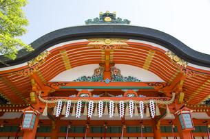 伏見稲荷大社本殿の写真素材 [FYI04914371]